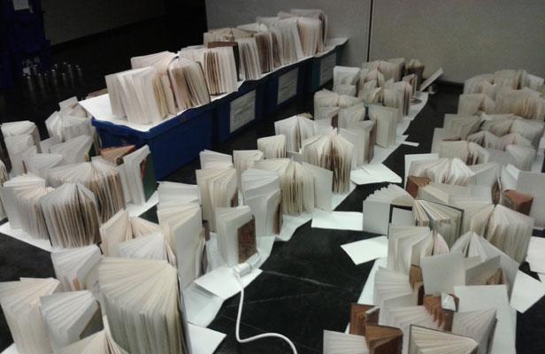 Assèchement des livres mouillés (Photo BnF)