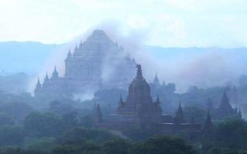 Des pagodes et temples birmans historiques endommagés par un séisme, ce 24 août
