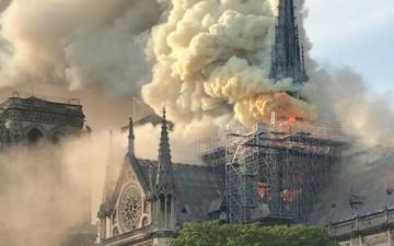 Effroyable incendie à la cathédrale Notre Dame de Paris